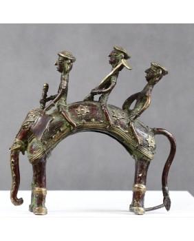 Słoń w rynsztunku bojowym....