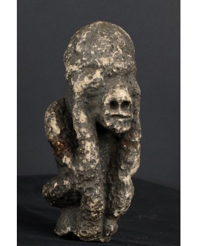 Mizaru. Małpa. Kamień....