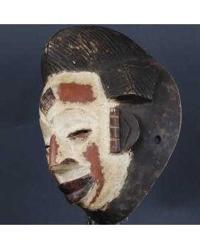Biała maska. Punu. Drewno....